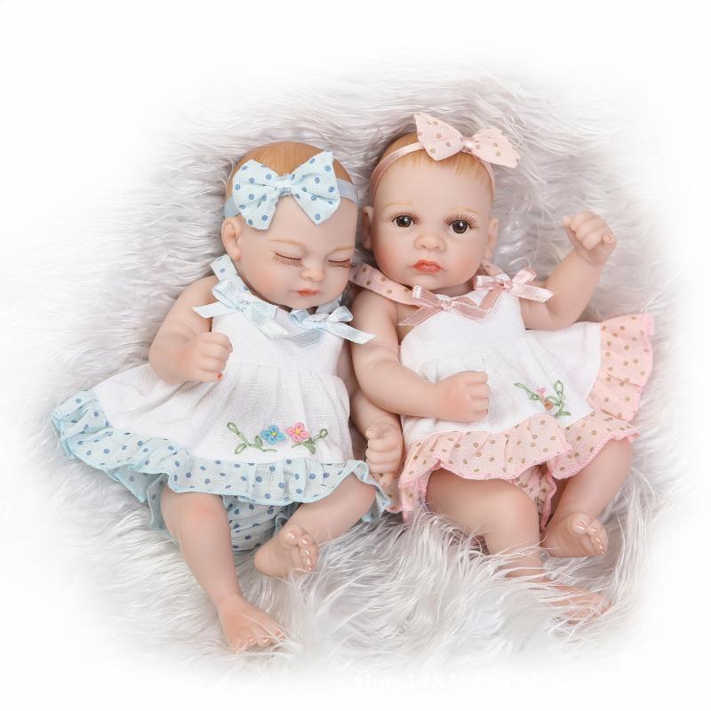 Поздравить двойняшек с 2 месяцами девочек