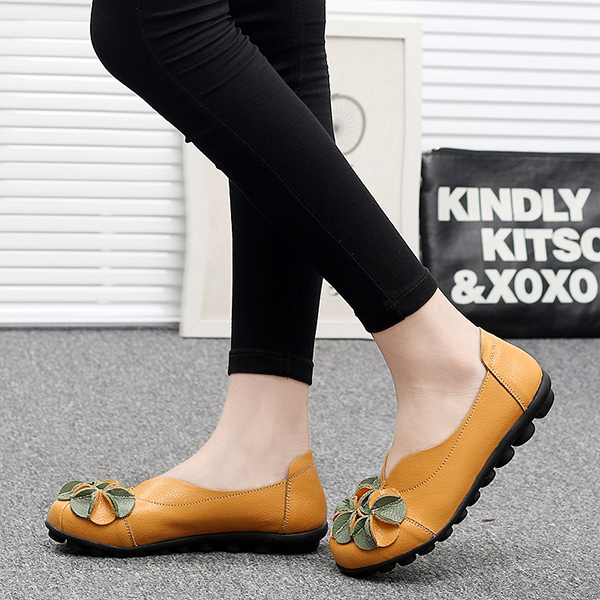 Women Flower Flat Shoes Just $...