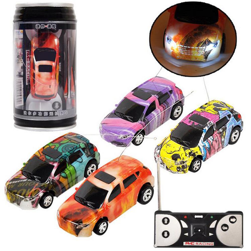 Авто W / Светодиодный Радио Control Micro Racing Toy Случайный цвет