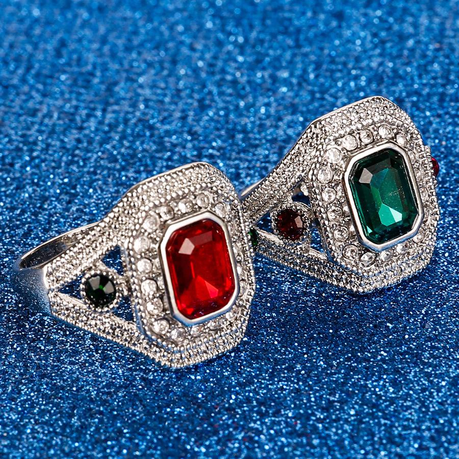 Инкрустированный сателлитный камень Белый бриллиант Посеребренное кольцо