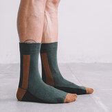 Chaussettes longues pour hommes, lignes de design vert foncé, chaussettes en coton de couleur contrastante