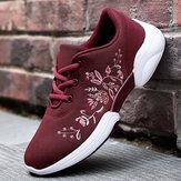 المرأة عارضة التطريز الزهور محبوك خفيفة الوزن تنفس أحذية رياضية