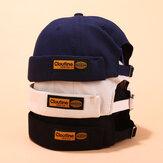 قبعات بدون حواف صلبة اللون ملصقات عليها قبعات جمجمة