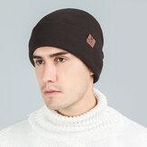 Unisex Plus Kalınlaşmak Sıcak Kulak Koruma Flanşlı Deri Etiket Dekorasyon Örme Şapka Brimless Beanie