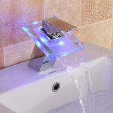 Grifo de cascada con cambio de color LED Cuarto de baño Grifo del fregadero Grifo de vidrio Grifo mezclador para bañera
